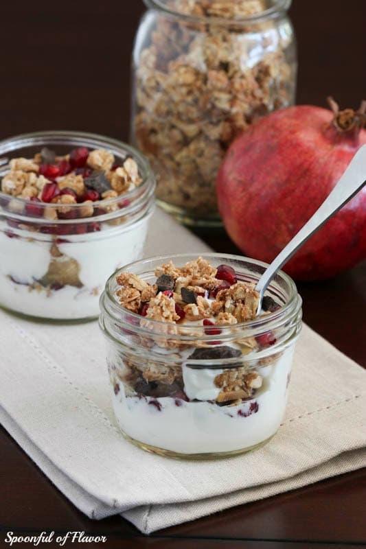 pomegranate yogurt breakfast parfaits & healthy breakfast ideas