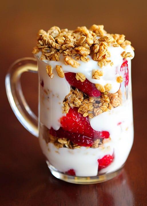 strawberry breakfast parfaits & healthy breakfast ideas