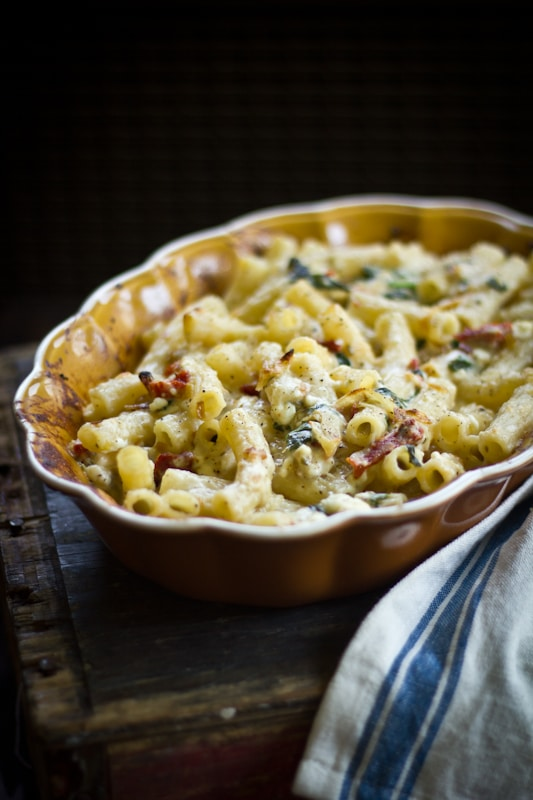 greek macaroni with roast garlic