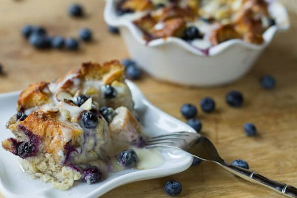 blueberry white chocolate bread pudding with amaretto cream sauce  + 9 other fresh and delicious summer desserts | Rainbow Delicious