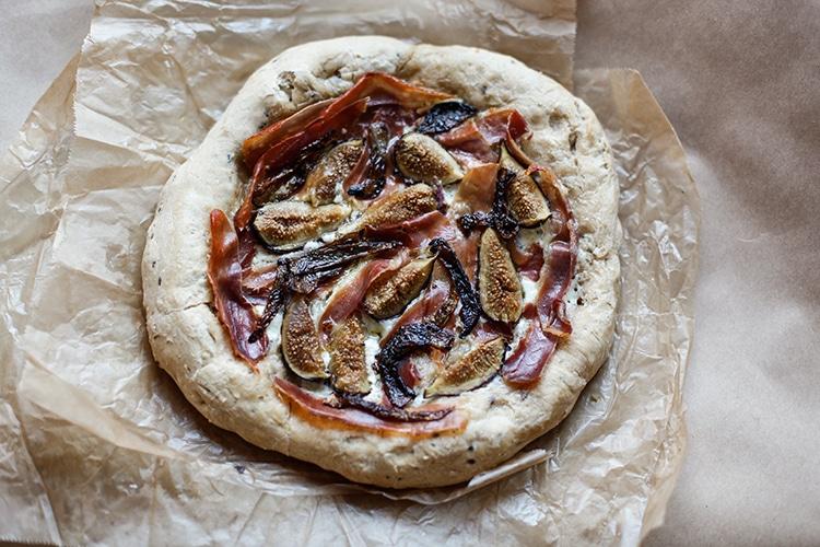 fir prosciutto mascarpone and honey pizza