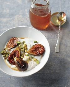 honey caramelized figs with yogurt