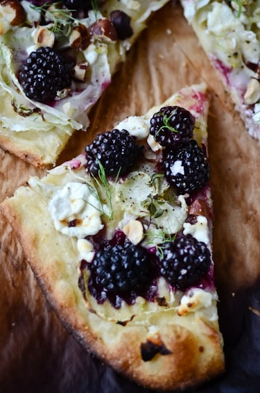 Simple Summer Recipes : Blackberry Fennel Pizza