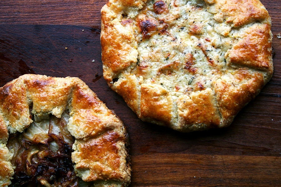 Fall Dinner Ideas : fontina pear and caramelized onion galette + 4 other delicious recipes in this week's Fall meal plan | Rainbow Delicious