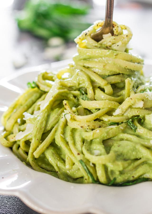 Easy Spring Dinner Ideas Meal Plan: Avocado Spinach Pasta