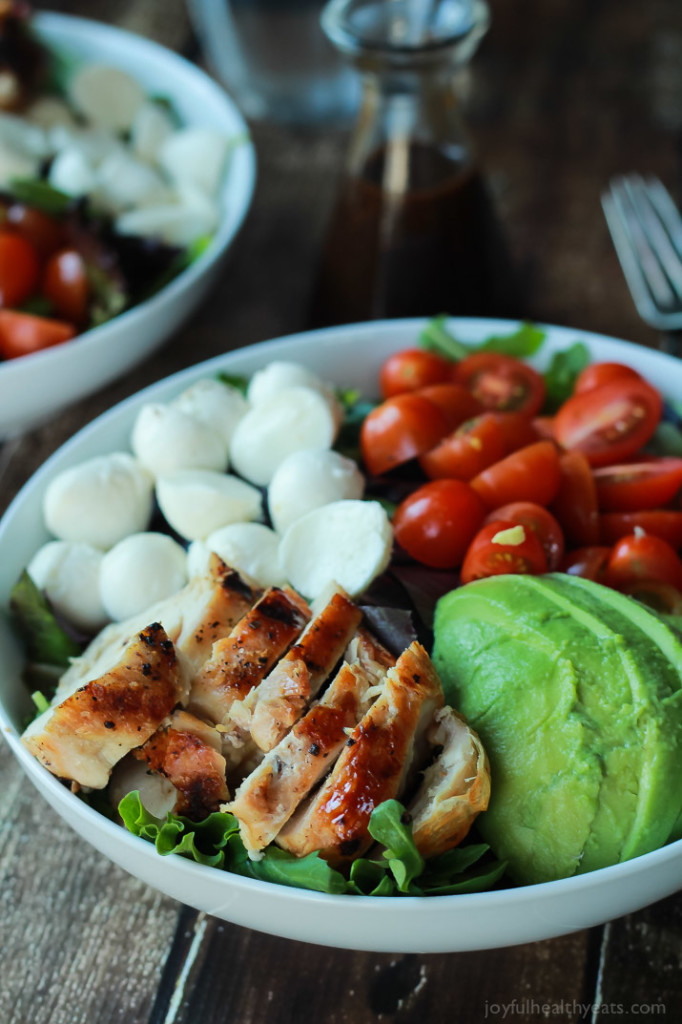 avocado chicken caprese salad + 4 other delicious recipes in this week's spring meal plan | Rainbow Delicious