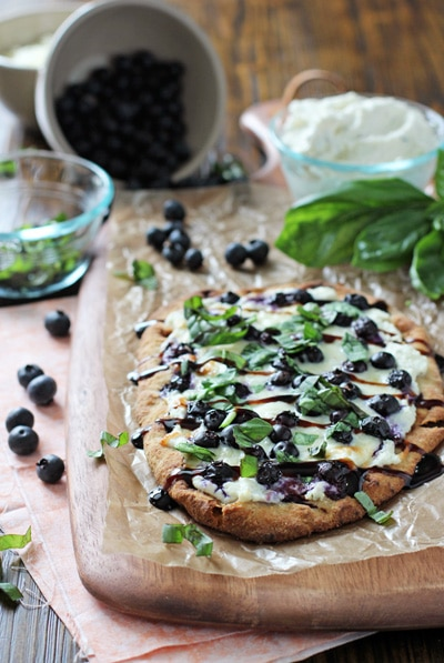 Easy Summer Dinners : blueberry basil ricotta flatbread + 4 other delicious family dinner recipe ideas in this week's spring meal plan | Rainbow Delicious