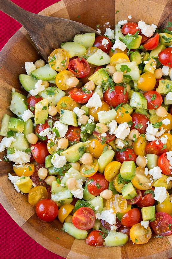 Easy Summer Dinners : tomato avocado chickpea salad + 4 other delicious family dinner recipe ideas in this week's spring meal plan | Rainbow Delicious