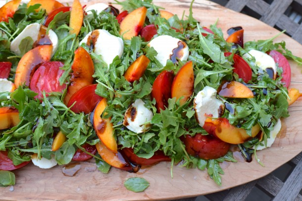 arugula salad with nectarines and tomatoes + 4 other healthy and delicious family dinner recipe ideas in this week's summer meal plan | Rainbow Delicious