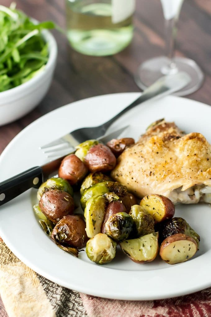 healthy-dinner-ideas-One-Pan-Roasted-Chicken-and-Veggies-2