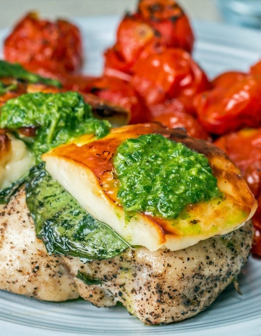 may-spring-dinner-recipes-one-pan-basil-halloumi-chicken