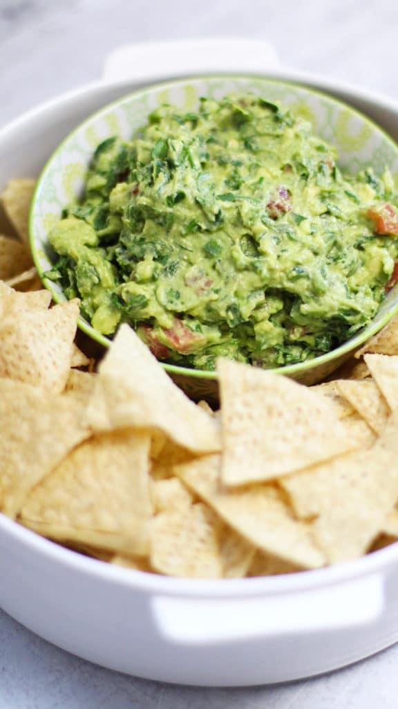 cilantro guacamole recipe with tortilla chips
