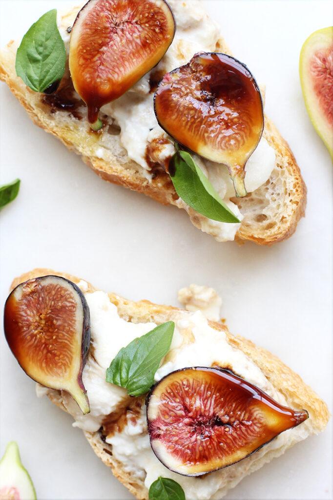 fig burrata crostini recipe