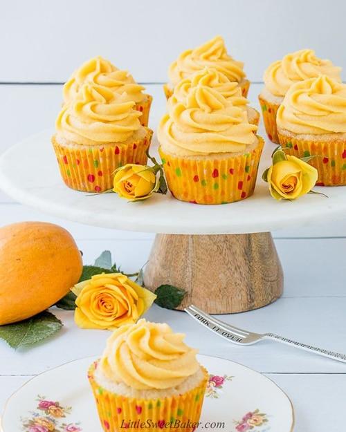 Mango Vanilla Cupcakes - Easy Mango Desserts